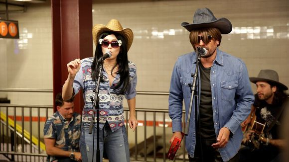 """Video: Miley Cyrus and Jimmy Fallon perform country classic """"Jolene"""""""