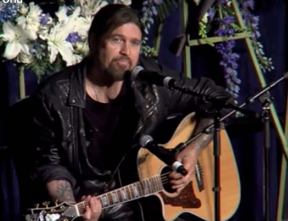 Billy Ray Cyrus performs ballad for fallen officer